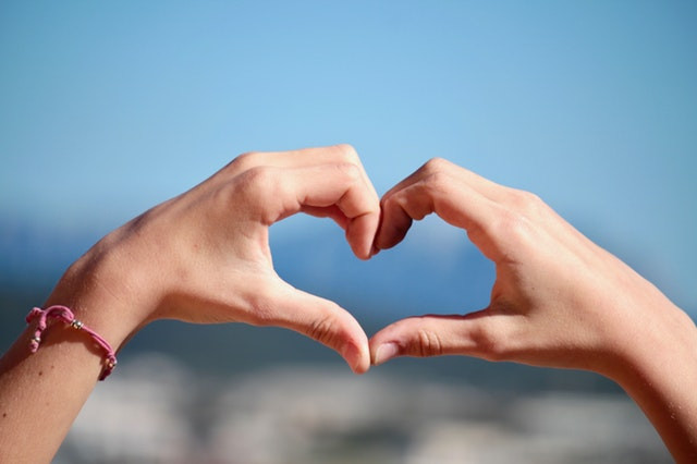 love-is-in-the-air-hands-heart.jpeg?mtime=20190124160000#asset:2967